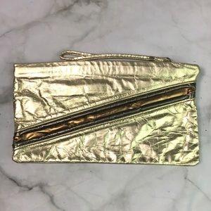 Handbags - ✂️ Gold clutch